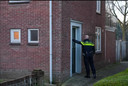 Politie doet onderzoek bij een woning aan de Beukenstraat in Boskant waar begin april een overval heeft plaatsgevonden. (Archieffoto)