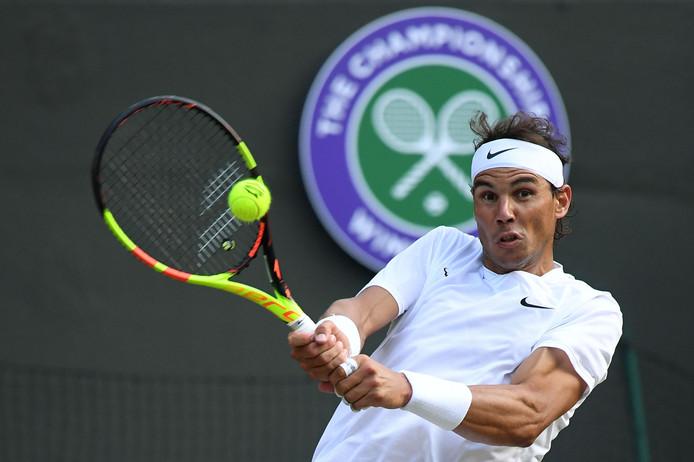Rafael Nadal retourneert tegen Sam Querrey.