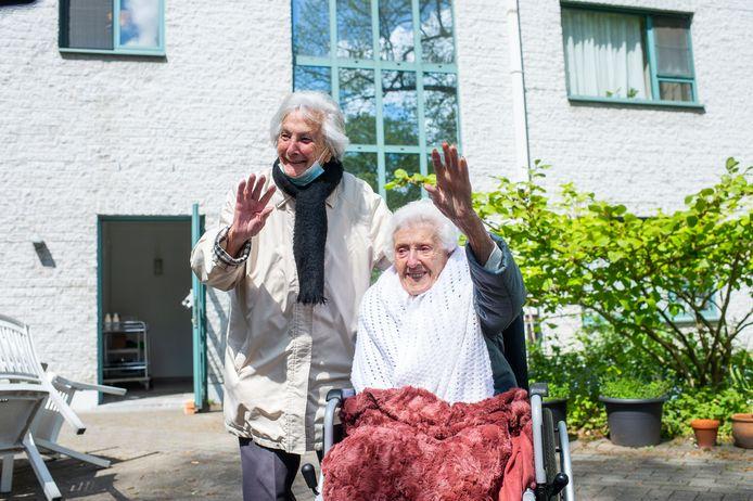 Josephine en Maria waren dolblij met de verrassing.