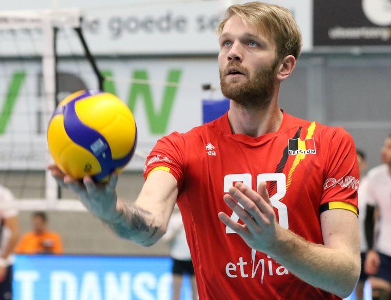 Jeroen Oprins in het shirt van de Red Dragons.