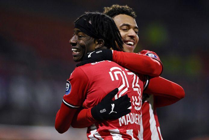 PSV vierde dankzij onder meer een treffer van Noni Madueke dinsdag een bekerzege in Volendam.