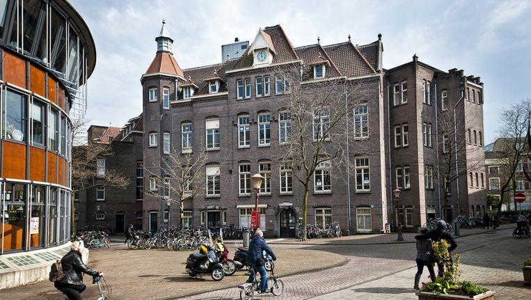 De Tweede Chirurgische Kliniek en het Zusterhuis op het Binnengasthuisterrein. Beeld Maarten Steenvoort