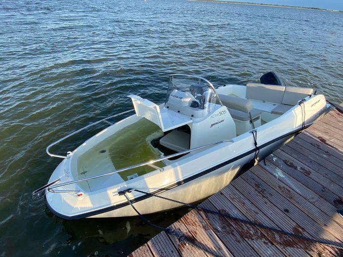 De bewuste speedboot die een aanvaring had met een jetski op het Veluwemeer.