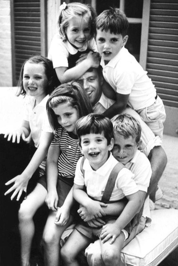 Bobby Kennedy met zijn familie.