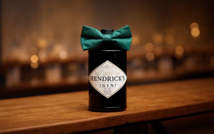 Pour fêter dignement l'arrivée de l'an neuf, la bouteille de gin Hendrick's Bowtie se met sur son trente-et-un en revêtant un très séduisant nœud papillon vert. Prix: 38,95 euros.