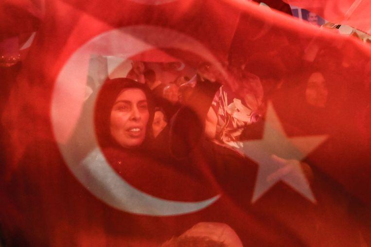 Aanhangers van de Turkse regeringspartij AKP in Istanbul, 31 maart 2019. Beeld AFP