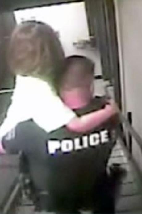 """""""On l'a, on l'a"""": la police sauve une fillette de 8 ans séquestrée dans une chambre d'hôtel"""
