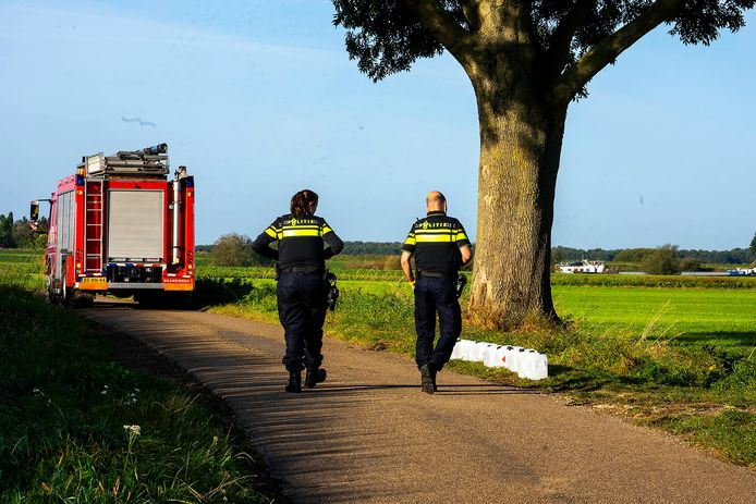 Een deel van het drugsafval dat dinsdag gevonden werd in het buitengebied van Oss.