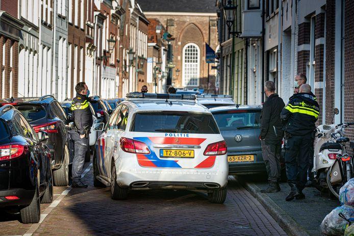 De Boven Nieuwstraat in Kampen, waar de politie tot twee keer toe heen moest.