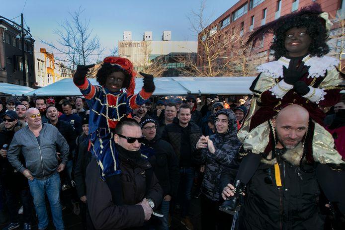 In november 2018 kwam het rond het Catharinaplein in de Eindhovense binnenstad tot een confrontatie tussen hooligans en demonstranten van Kick Out Zwarte Piet. Zondag dreigt opnieuw onrust.