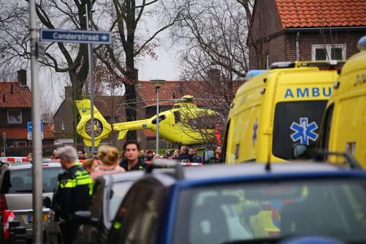 De traumahelikopter landde in de wijk.