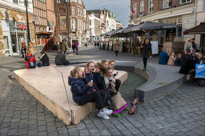 Kunstwerk Etude Gothique op de Markt/Pensmarkt in Den Bosch moet weg voor een boom.