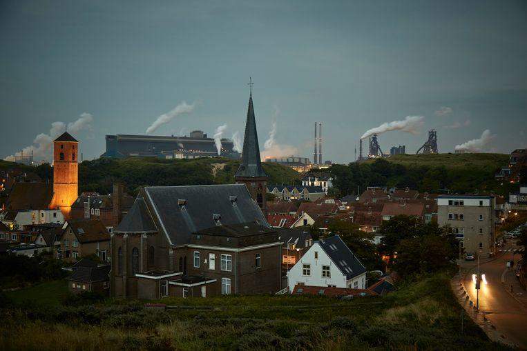Wijk aan Zee met Tata Steel op de achtergrond.  Beeld Getty Images