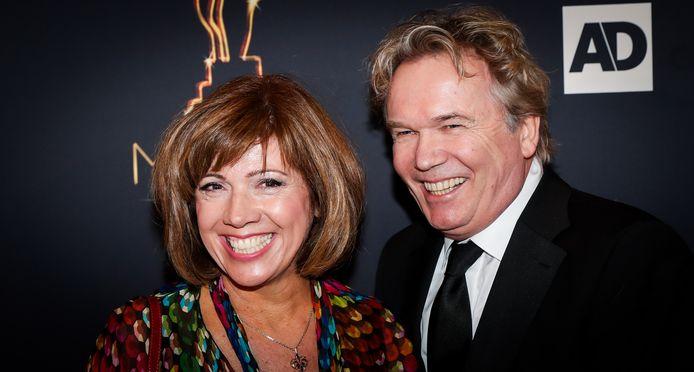 Janke Dekker met echtgenoot Tom Egbers op de rode loper van het Musical Awards Gala 2017.
