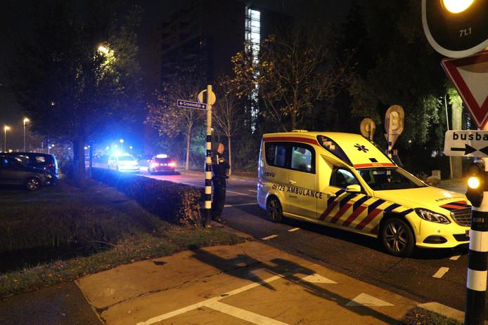 Een ambulance bracht de gewonde scooteraar naar het ziekenhuis