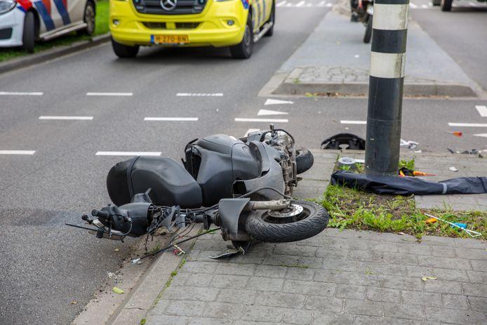 Man gewond na botsing met bedrijfswagen in Roosendaal.
