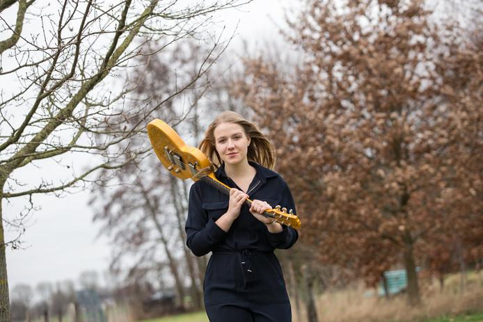 Marise den Bakker uit Baak gaat op 29 juni in Amsterdam voor de winst in de finale van Kunstbende 2019.