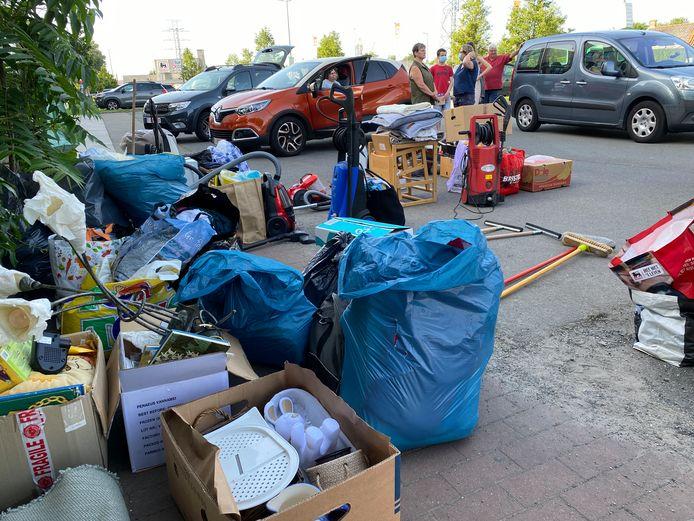 Heel wat mensen kwamen spullen brengen, van poetsgerief tot puzzels.