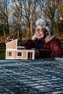Ingelies Schuurman kijkt ook naar haar Tiny House. Ze moet nog even wachten, maar hoopt stiekem aan het einde van dit jaar op de Zandweerd te kunnen gaan wonen.