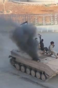 Tanks maken 'donuts' in bevrijd Raqqa