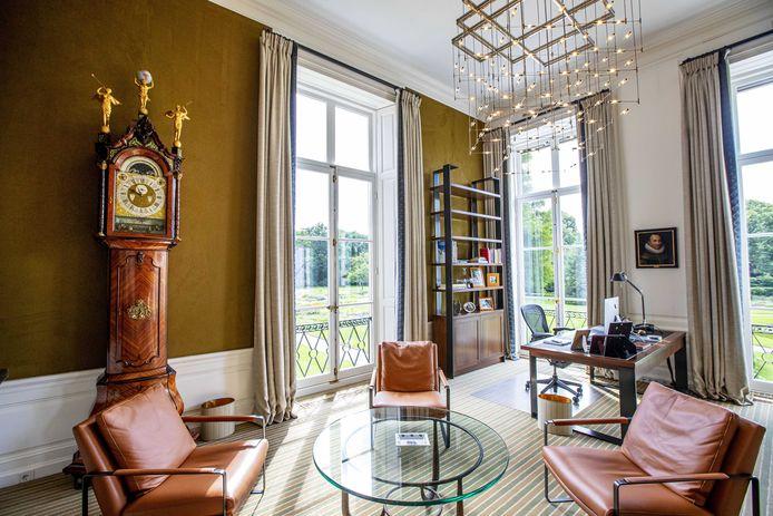 De werkkamer van Koning Willem-Alexander in paleis Huis ten Bosch.
