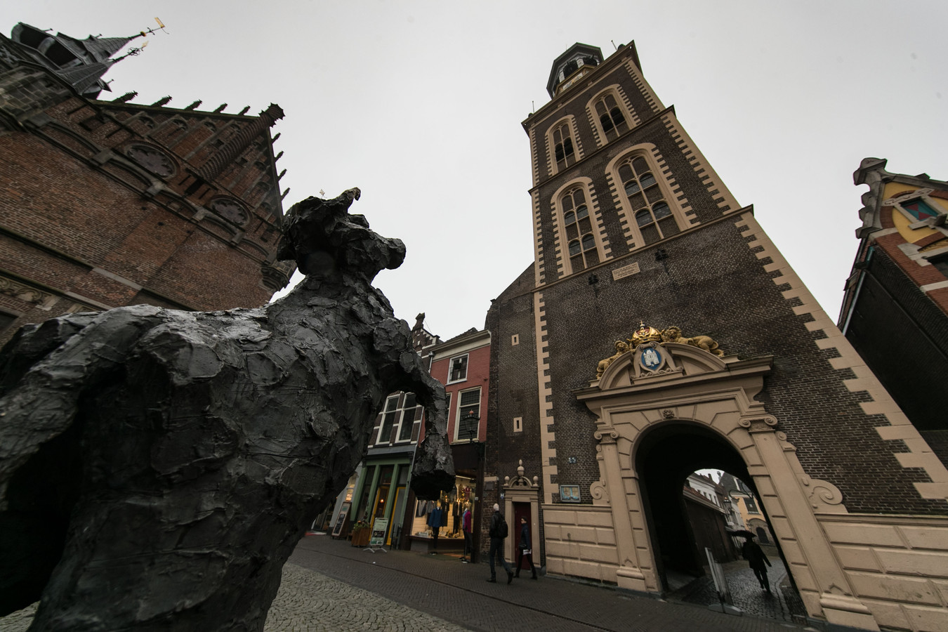 Koe op het Koeplein in Kampen.