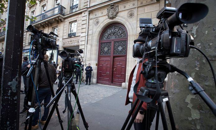 Dans la nuit du 2 au 3 octobre 2016, Kim Kardashian s'était fait braquer par cinq hommes alors qu'elle résidait dans une discrète résidence hôtelière de luxe à Paris, où elle était venue assister à la Fashion Week.