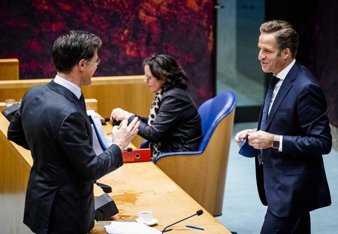 Van links naar rechts: premier Mark Rutte, minister voor Medische Zorg Tamara van Ark en Hugo de Jonge, minister van Volksgezondheid.