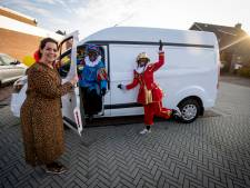 Eibergse Madelon brengt met haar Pakjesbus 12 cadeaus thuis: 'Ik ga niet bij de pakken neerzitten'