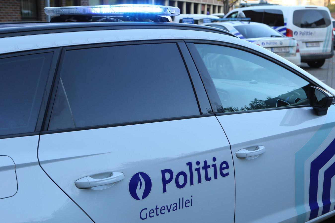 De politie die ter plaatse kwam voor de nodige vaststellingen, liet de wagen takelen.