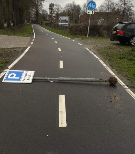Paal op het fietspad: 'Netjes gedaan hoor', zegt slachtoffer in het gips