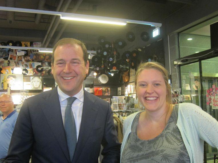 Met boekhandelaar Nadine Mussert. Beeld