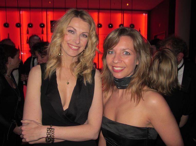 schrijfer Susan Smit en presentatrice Pauline de Wilde. Beeld