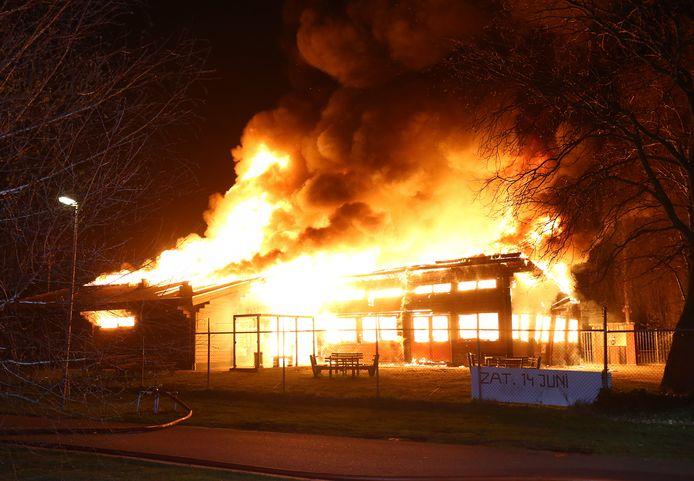 Eind maart 2019 werd de houten voetbalkantine op het complex van de Vlaardingse voetbalclubs CION en Deltasport door een brand verwoest.
