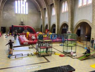 Minnestraal tovert kerk om tot sportparadijs voor kleuters