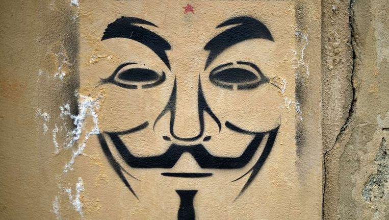 Het gezicht van Guy Fawkes, het symbool van Anonymous, op een muur. Beeld afp
