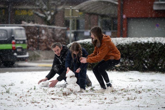 Sneeuw in regio Leuven: vele handen maken licht werk.