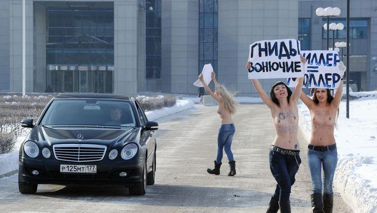 Activisten van de Oekraïense beweging FEMEN protesteren voor het hoofdkwartier van Gazprom in Moskou tegen (wat zij noemen) 'het Oekraïense gasterreur'. Beeld AFP