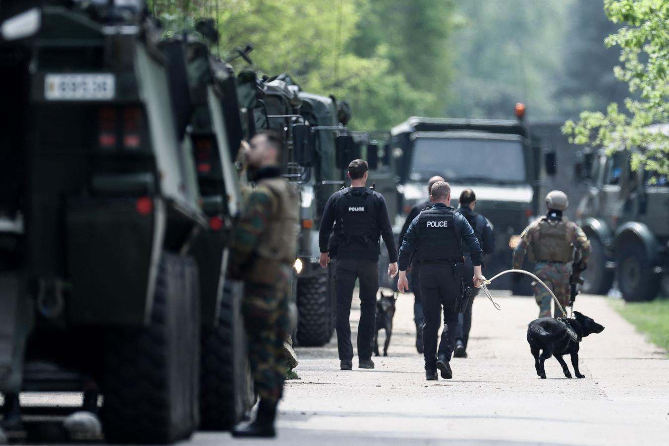 Politie en militairen tijdens de zoektocht naar Jürgen Conings.