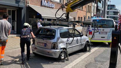 Oudere dame rijdt met auto in gevel aan Turnhoutsebaan
