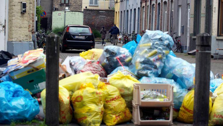 In Gent was er eerder dit jaar een staking bij de vuilnisophalers. Dergelijke taferelen blijven in Dendermonde nog uit. Beeld BELGA