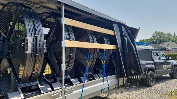 Een volle aanhangwagen van Windmakerz.