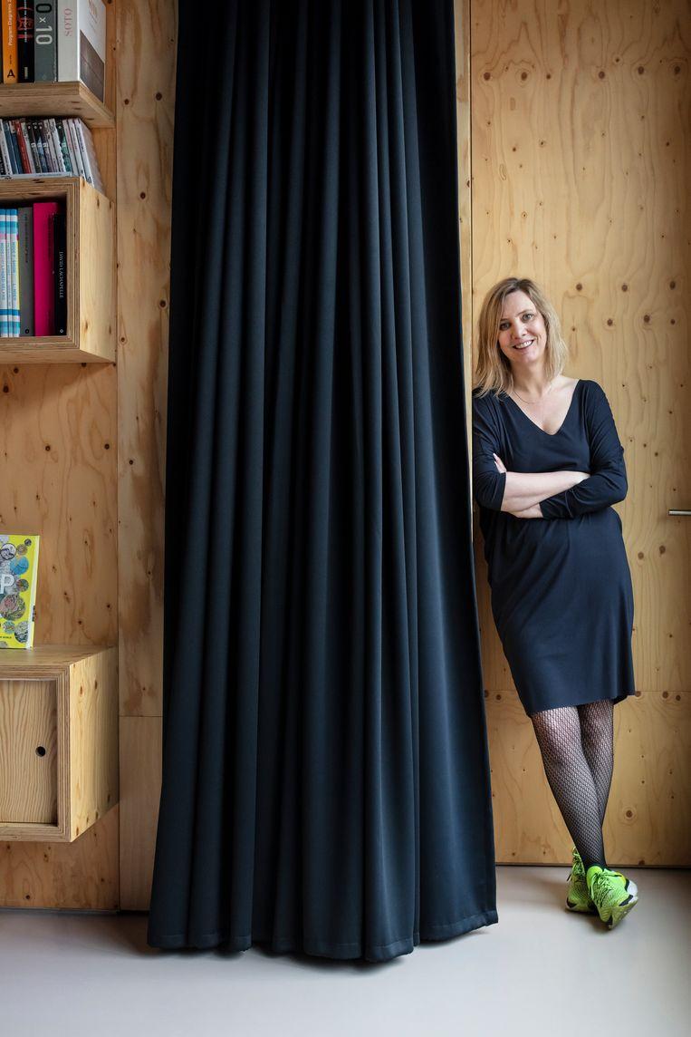 Eve Deprez is architecte en docente op de ULB en ESA Saint-Luc, en woont samen met haar vriend Gerrit en hun zoontje van anderhalf in Brussel. © Tim Van de Velde Beeld null