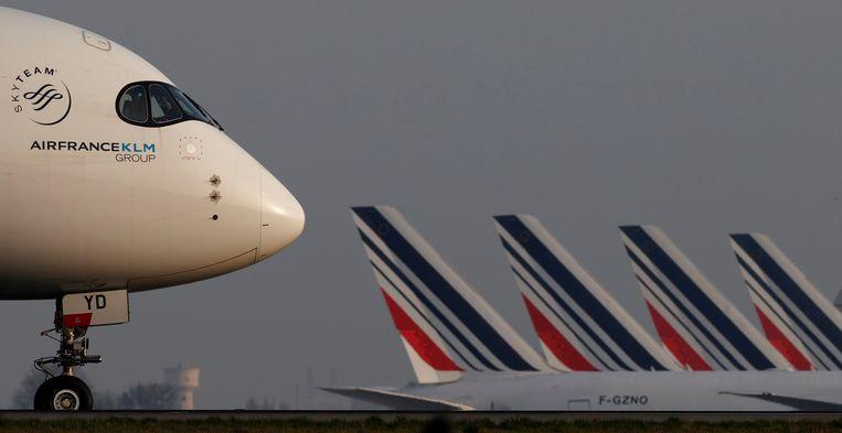 Een toestel van Air France op vliegveld Charles de Gaulle bij Parijs.  Beeld REUTERS