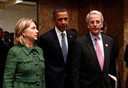 Oud-ambassadeur Ivo Daalder in 2010 met Barack Obama en Hillary Clinton, destijds president en minister van Buitenlandse Zaken van de VS.