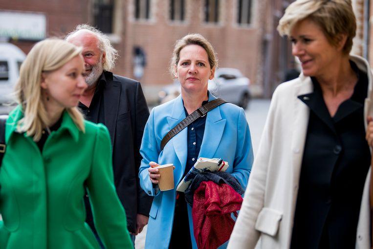 Advocaten An-Sofie Raes, slachtoffer Maaike Cafmeyer en advocate Christine Mussche. Beeld BELGA