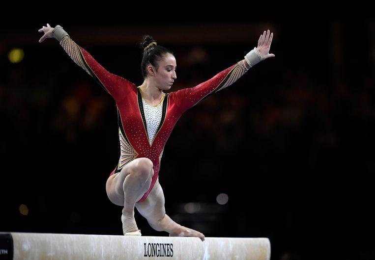 Ook op de balk veroverde Derwael de gouden medaille. Beeld Photo News
