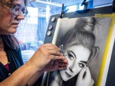 Kunstenaars Steenwijk moeten Pand 10 uit en vrezen voor verlies inkomsten: 'Kamer thuis is veel te klein'
