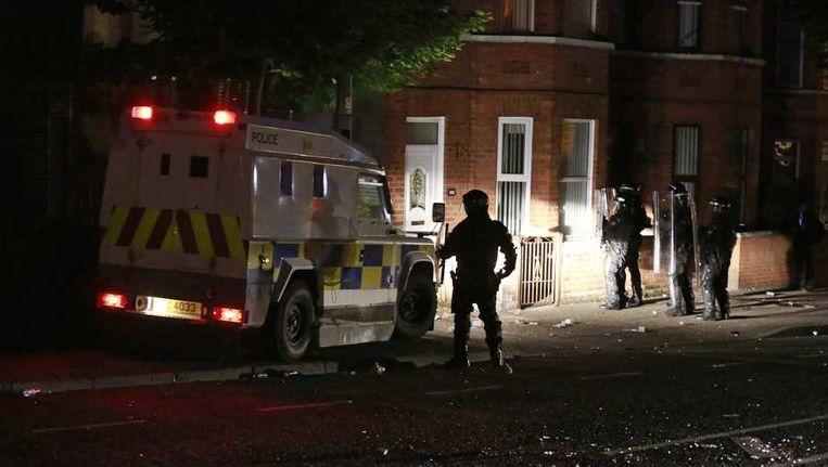 Een politieactie in Belfast. Beeld reuters