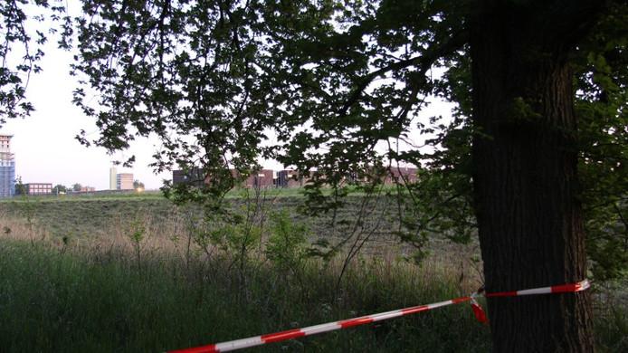 De omgeving van het Jaagpad in Groningen werd afgezet door de politie.